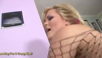 Hot Mariah fucks well and hard on fat cock